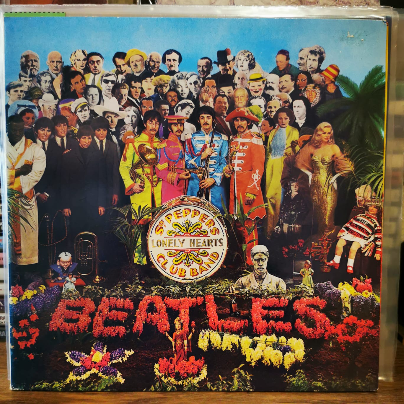 THE BEATLES - SGT . PEPPER'S LONELY HEARTS CLUB BAND - 80's Reissue LP